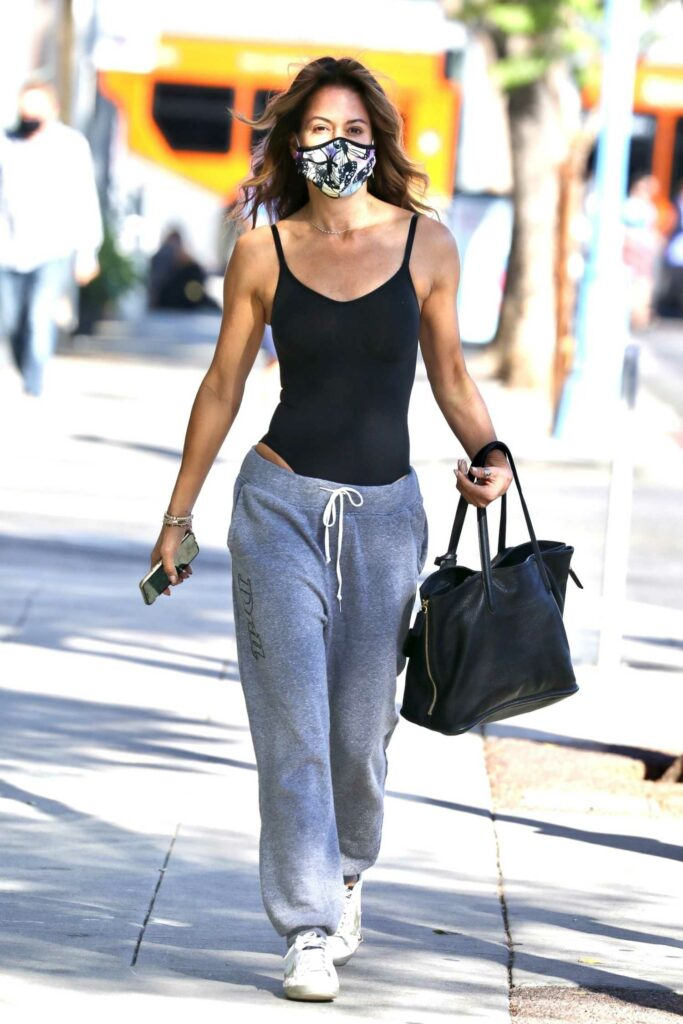 Brooke Burke in a Grey Sweatpants