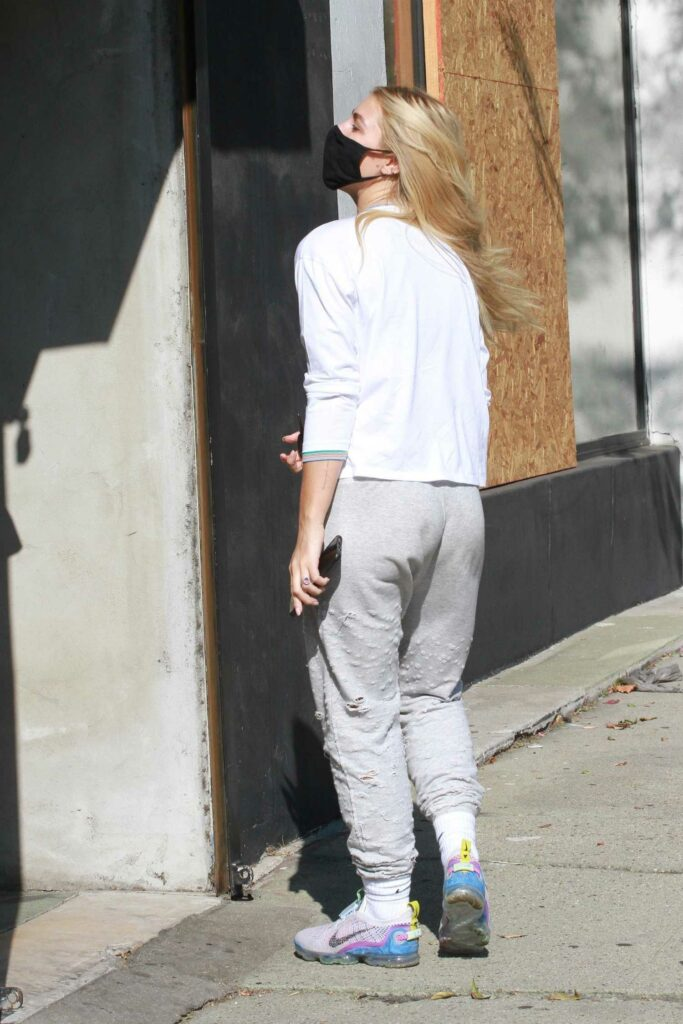 Emma Slater in a Grey Ripped Sweatpants