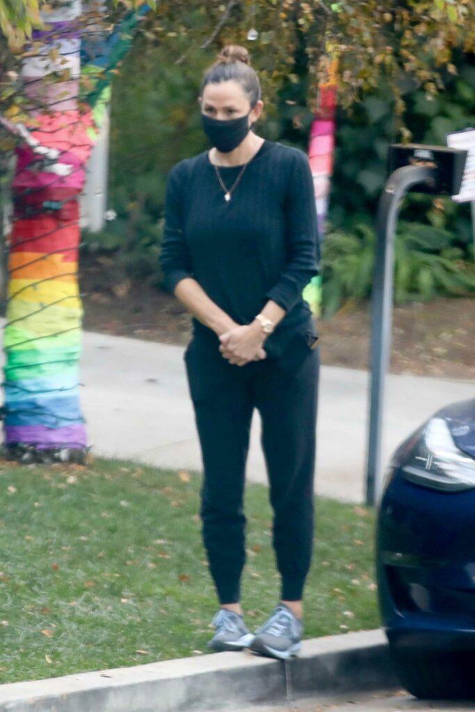 Jennifer Garner in a Black Protective Mask