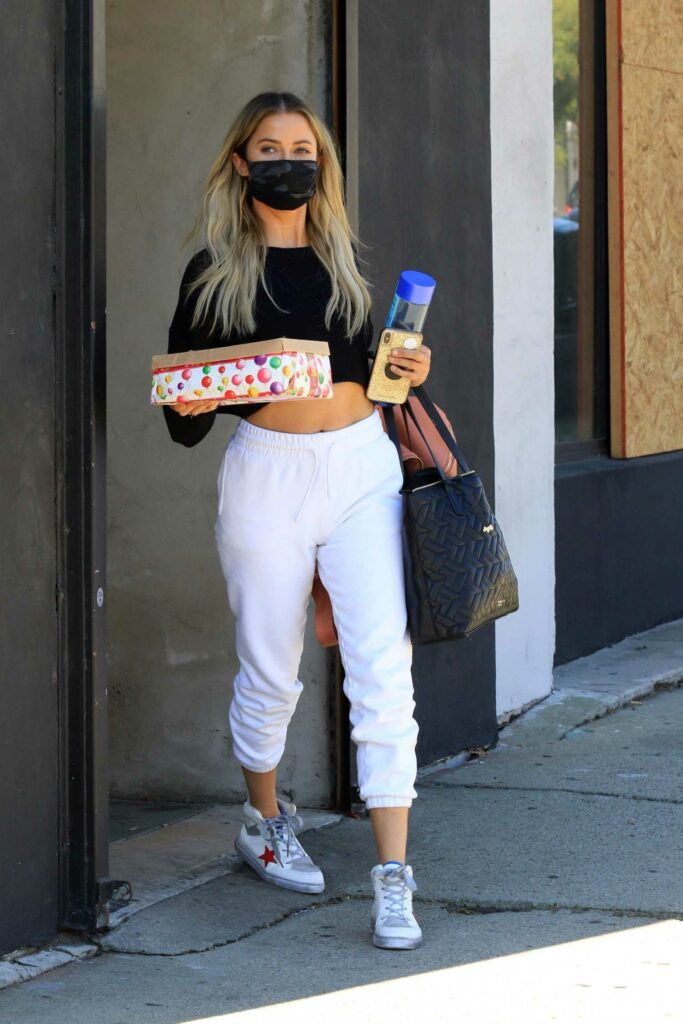 Kaitlyn Bristowe in a White Sweatpants