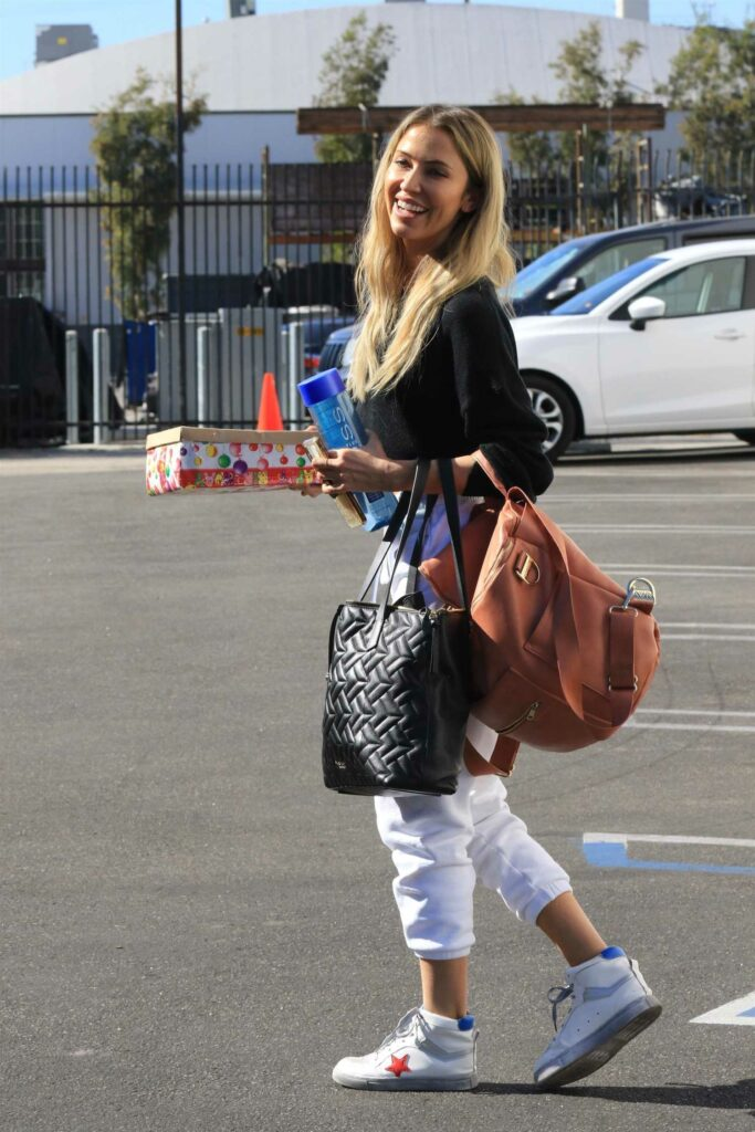 Kaitlyn Bristowe in a White Sweatpants