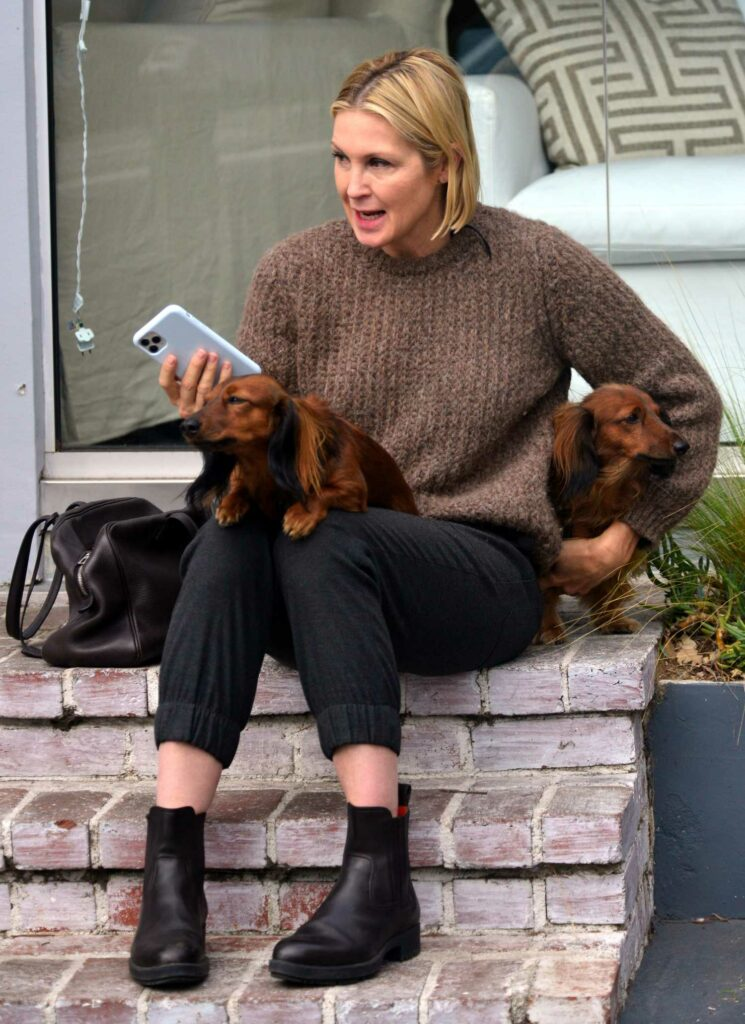 Kelly Rutherford in a Brown Sweater
