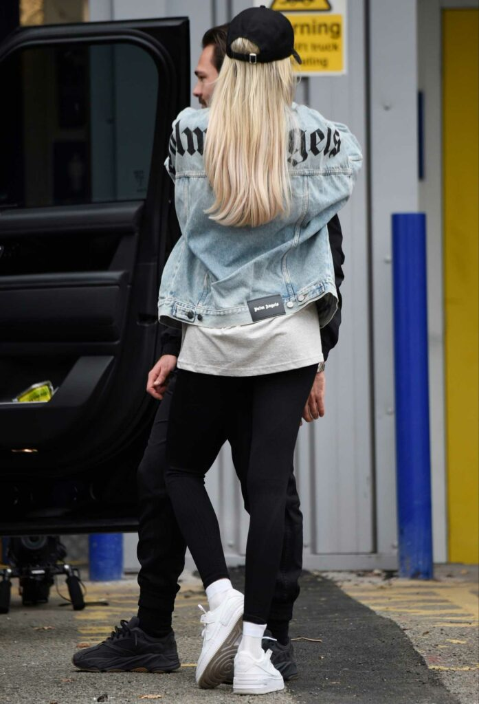 Olivia Attwood in a White Nike Sneakers