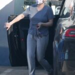 Ariel Winter in a Grey Tee Stops By an Office Building in Studio City