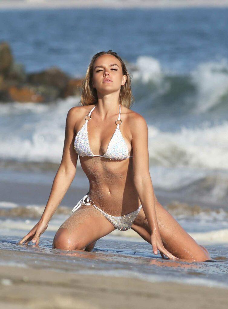 Dasha Inyutkina in a Silver Bikini