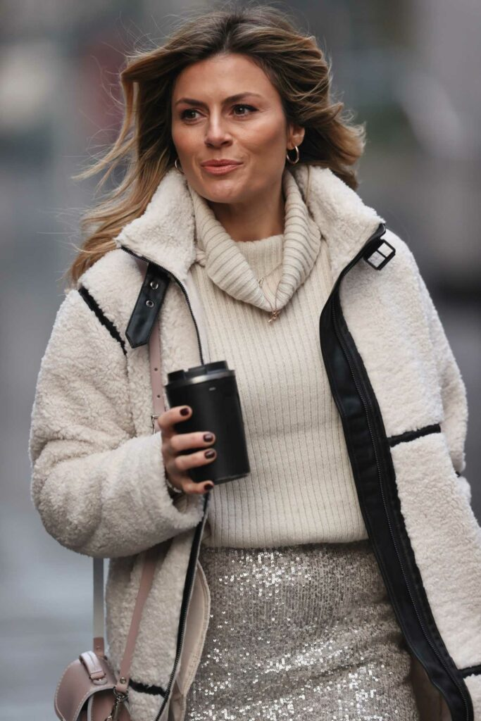 Zoe Hardman in a Beige Coat