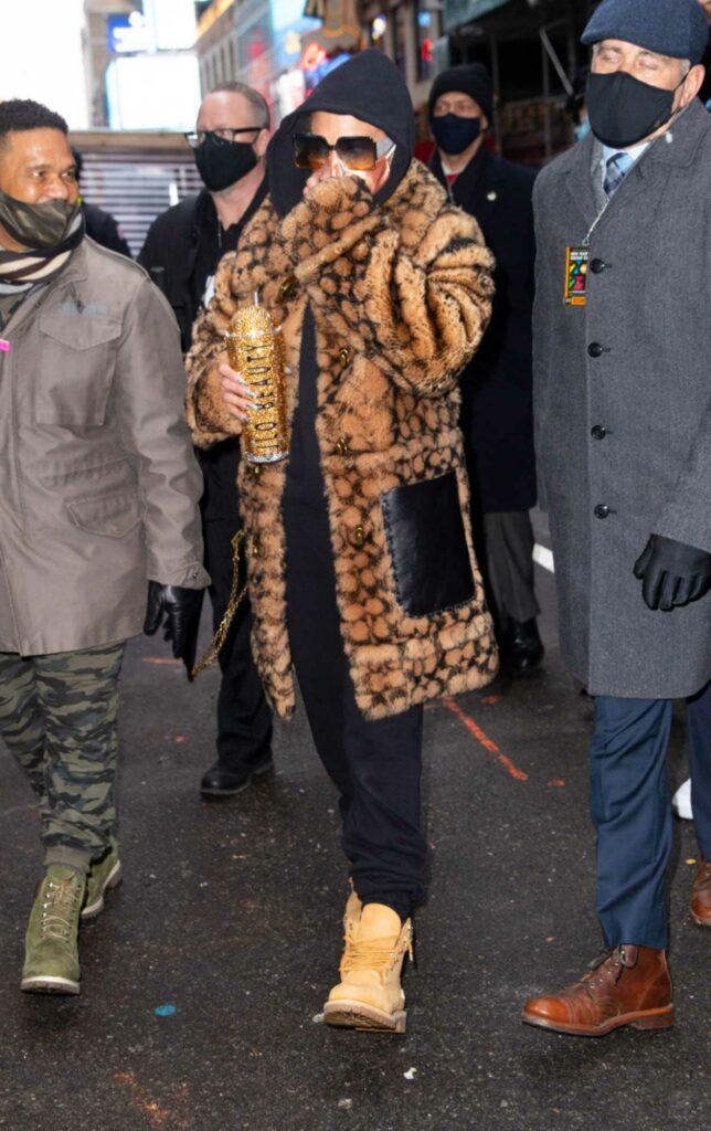 Jennifer Lopez in an Animal Print Fur Coat