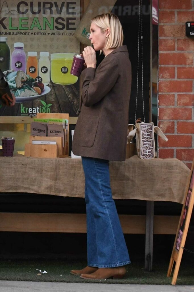 Kelly Rutherford in a Brown Blazer
