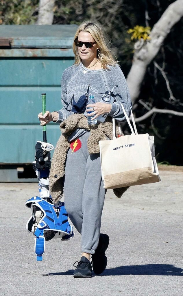 Molly Sims in a Grey Sweatpants