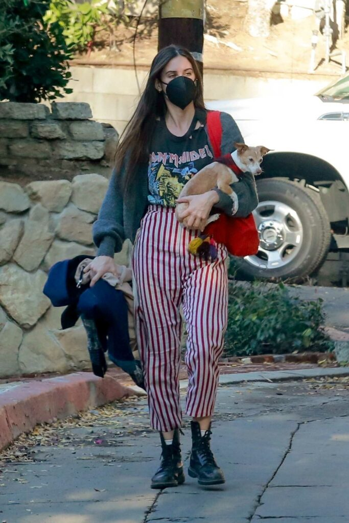 Scout Willis in a Striped Pants