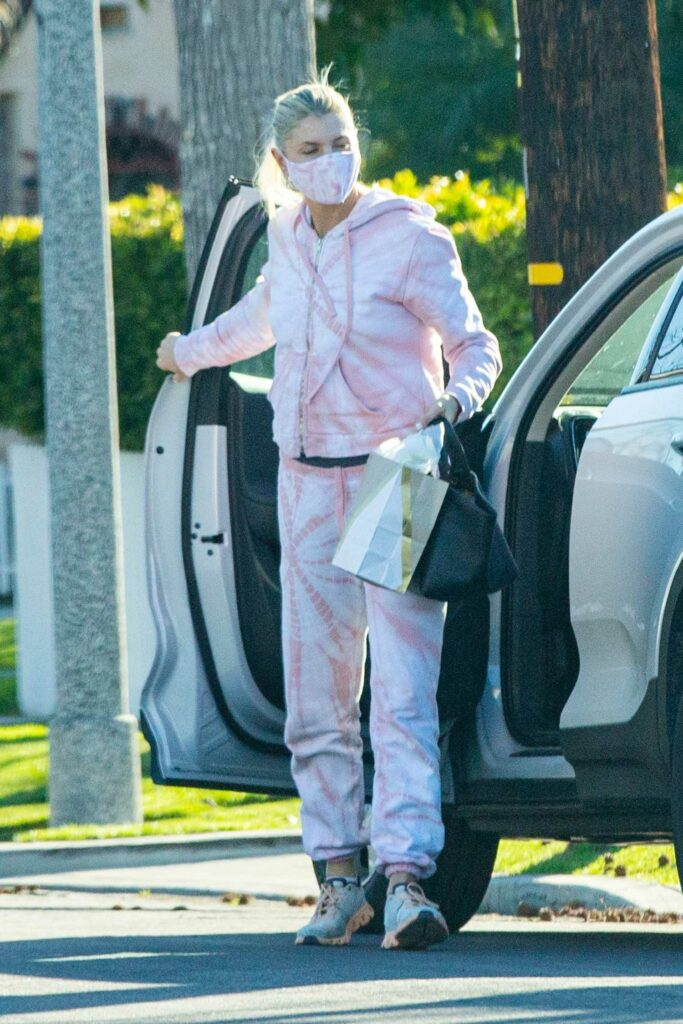 Amanda Kloots in a Pink Sweatsuit