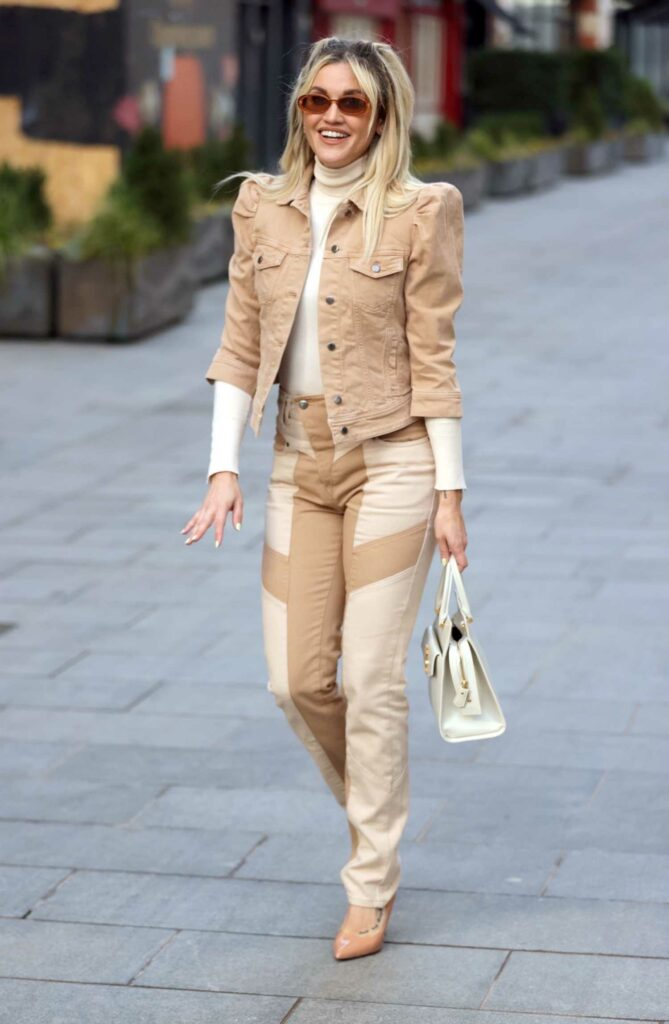 Ashley Roberts in a Beige Denim Suit