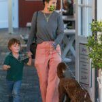 Jordana Brewster in a Pink Pants Stops by the Brentwood Country Mart in Brentwood
