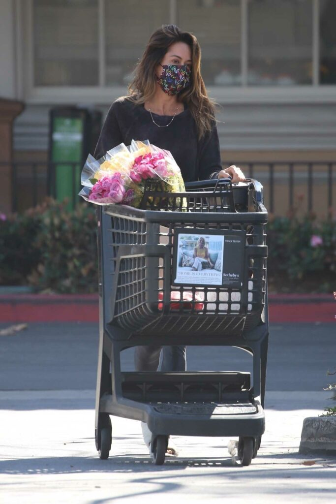 Brooke Burke in a Black Leggings