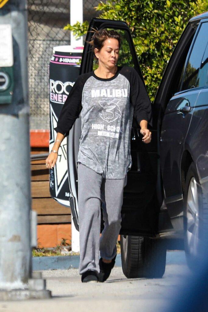 Brooke Burke in a Grey Sweatpants
