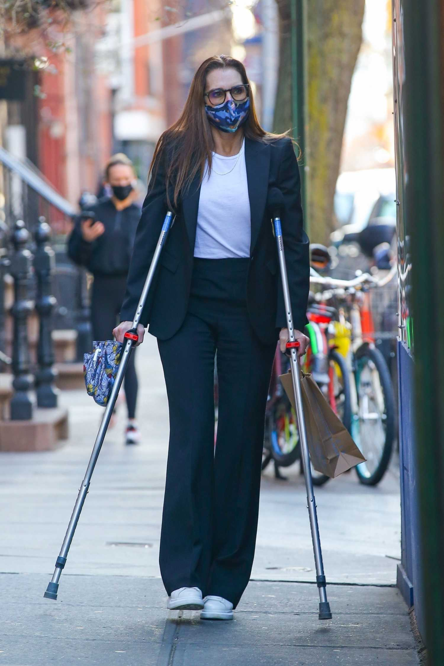 Brooke Shields on Crutches Was Seen Out with a Friend in