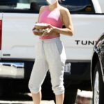 Kate Hudson in a Pink Top Grabs Juice in Pacific Palisades