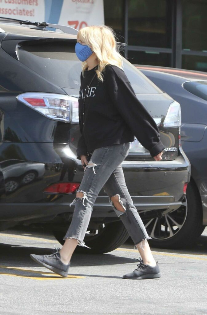 Malin Akerman in a Grey Ripped Jeans