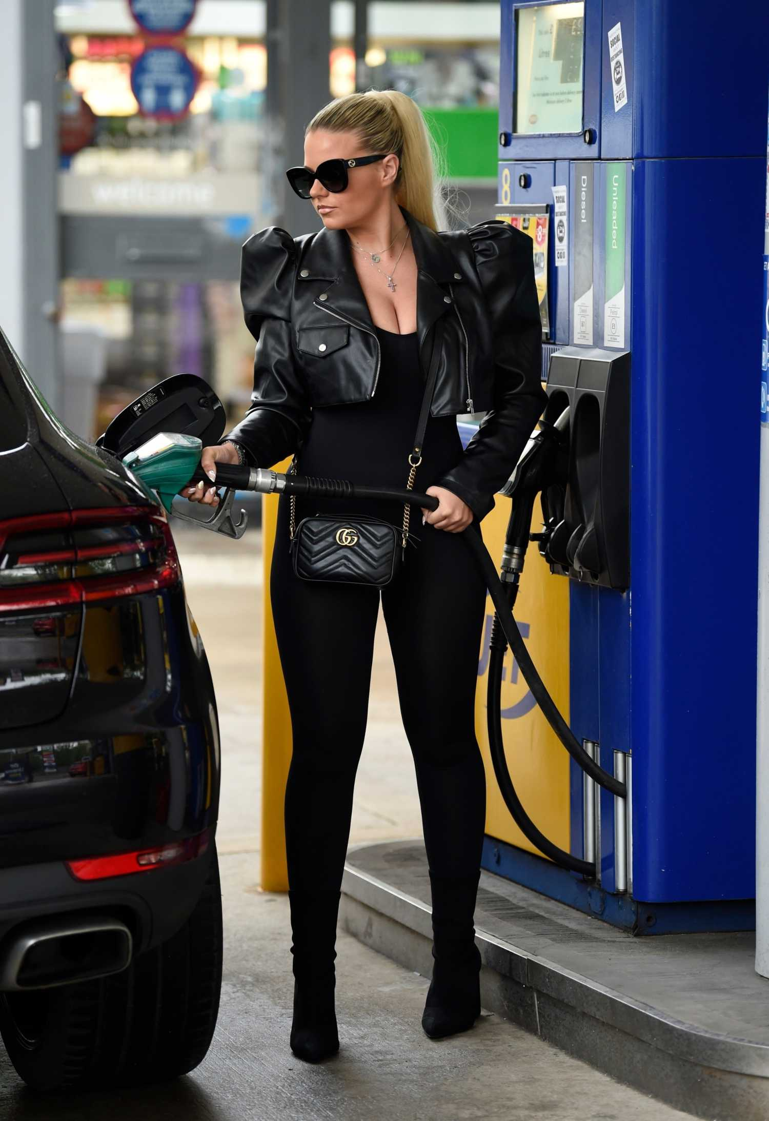 Apollonia Llewellyn in a Black Outfit Was Seen at a Gas