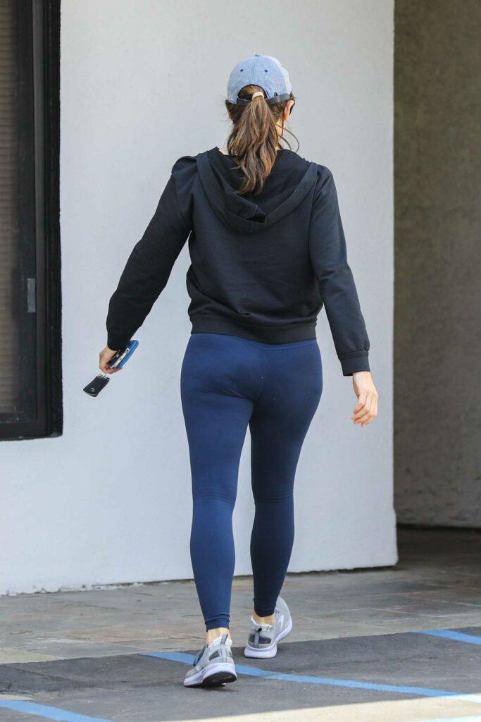 Jennifer Garner in a Grey Cap