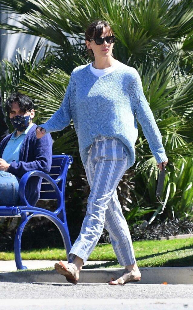 Jennifer Garner in a Striped Pants