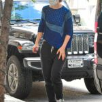 Katie Holmes in a Black Cap Arrives at Her Apartment Building in New York