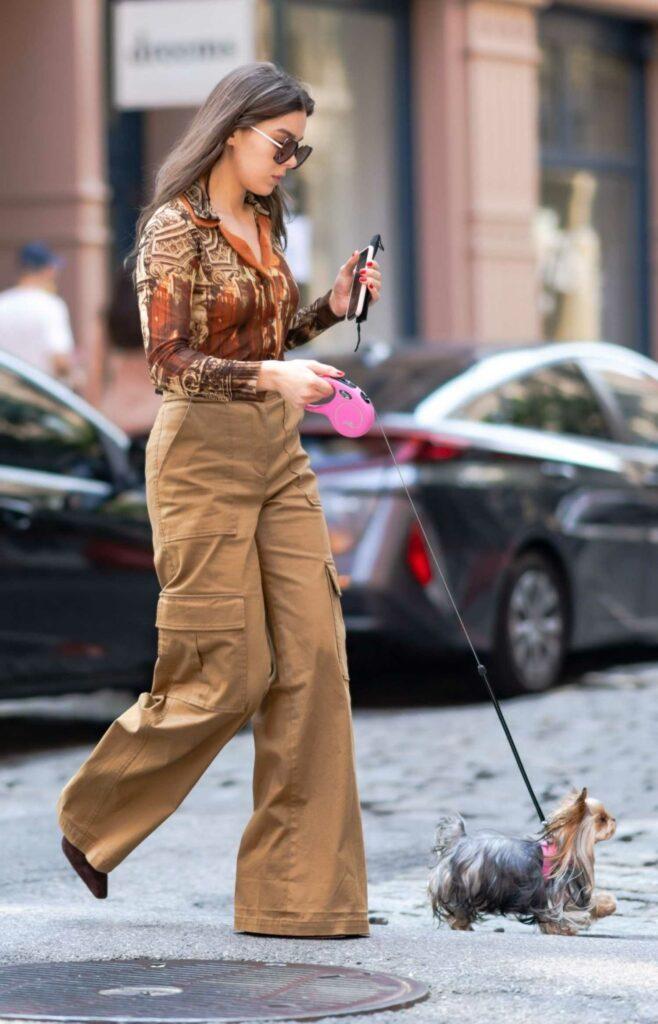 Hailee Steinfeld in a Beige Pants