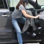 Jennifer Garner in a Grey Tee Was Seen Out in Santa Monica