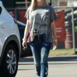 Gwen Stefani in a Grey Tee Was Seen Out in Studio City