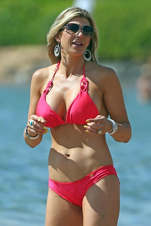 Alexis Bellino Enjoys A Beach Day in Maui-1