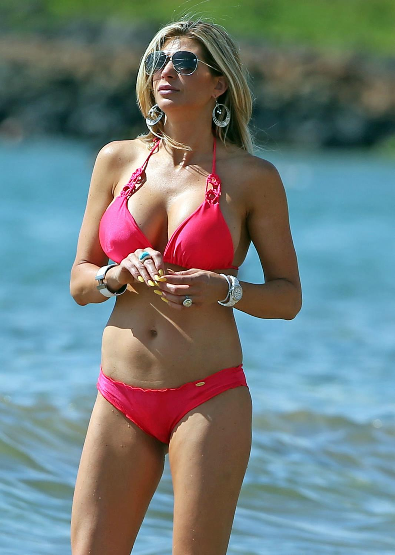 Alexis Bellino Enjoys A Beach Day in Maui-3