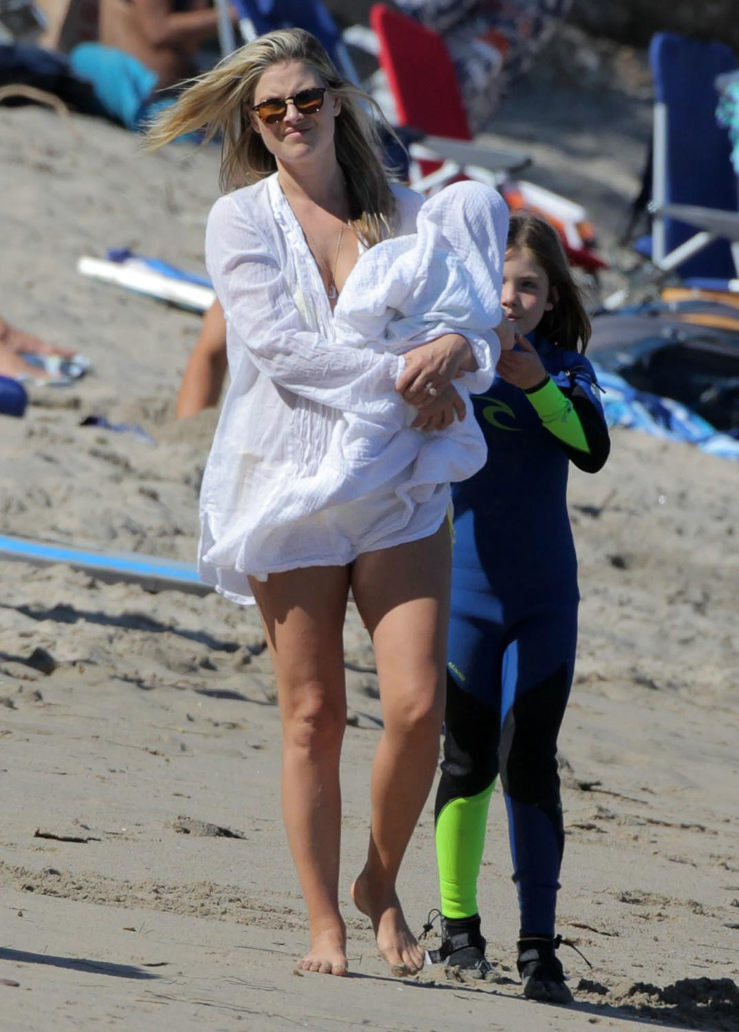 Ali Larter and Hayes MacArthur With Her Kid in Malibu-1