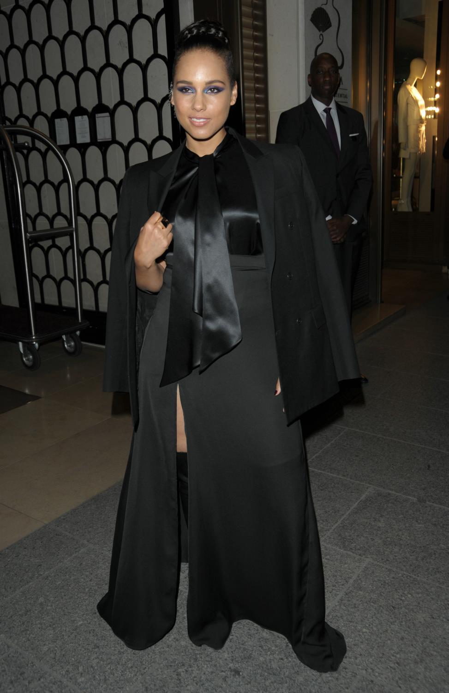 Alicia Keys Leaving Her Hotel-1