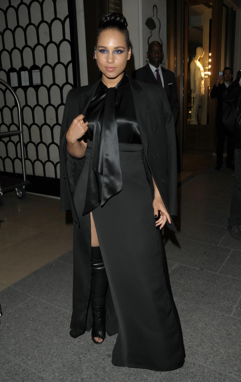 Alicia Keys Leaving Her Hotel-2