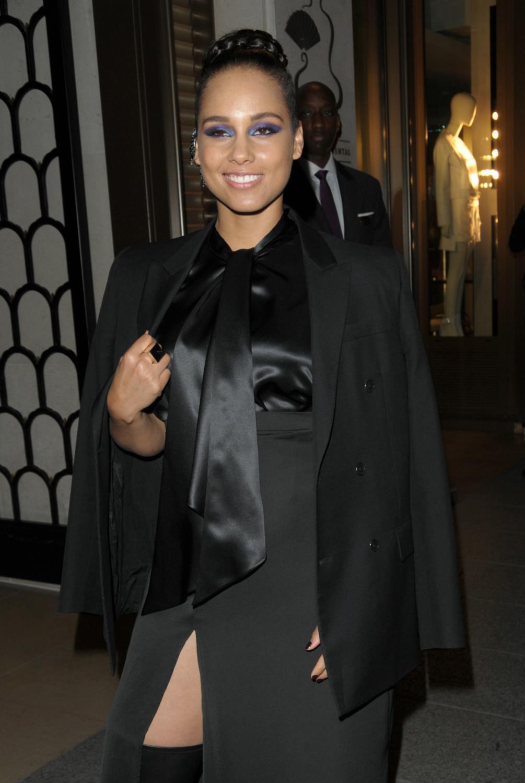 Alicia Keys Leaving Her Hotel-3