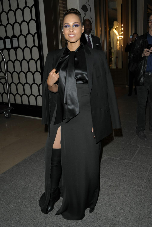 Alicia Keys Leaving Her Hotel-4