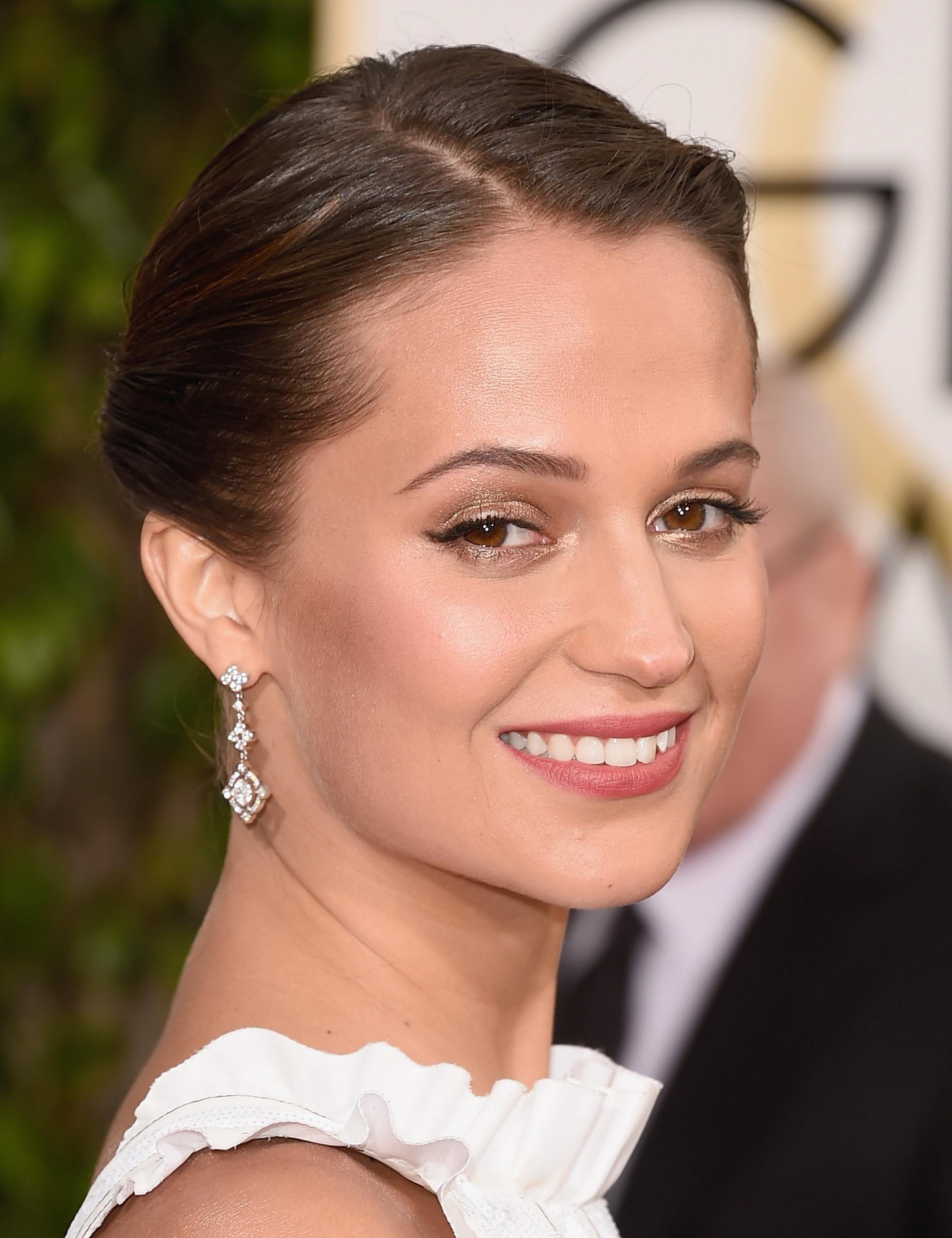 Alicia Vikander at Annual Golden Globe Awards-1