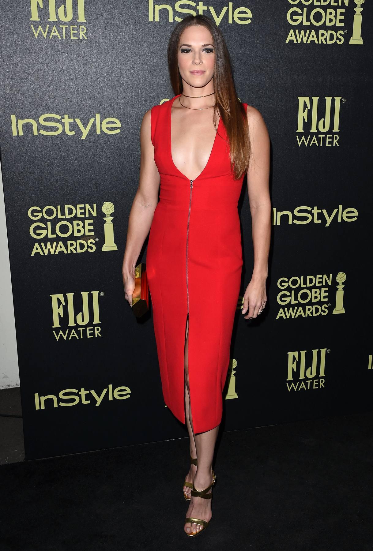 Amanda Righetti Looks Pretty in Red at HFPA Event-1