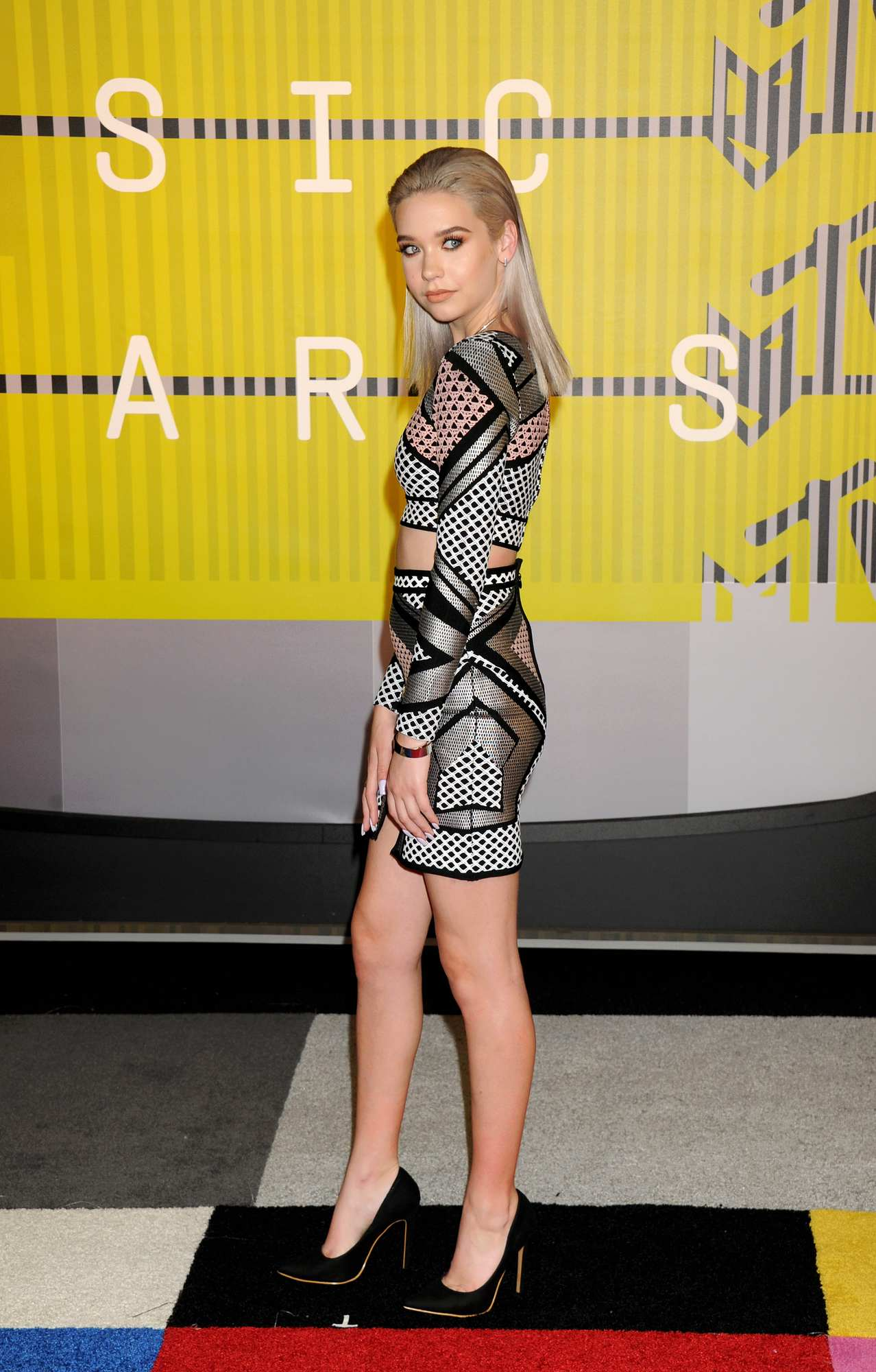 Amanda Steele at MTV Video Music Awards-3