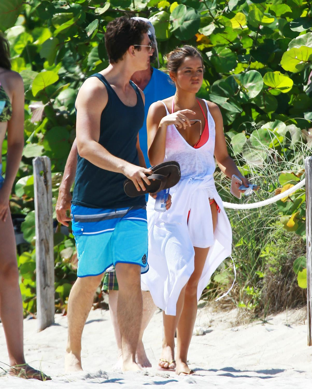 Ana de Armas and Miles Teller Film Arms ande Dudes in Miami-1