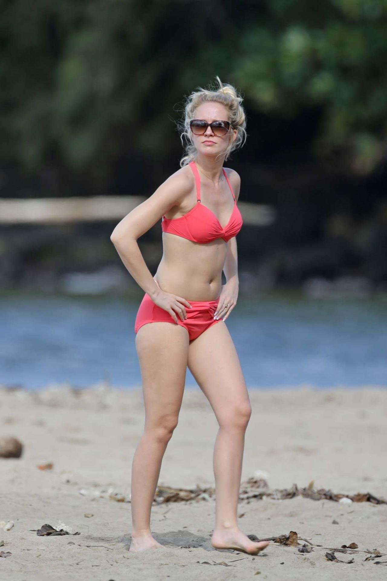 Anna Camp Wears Bikini in Hawaii