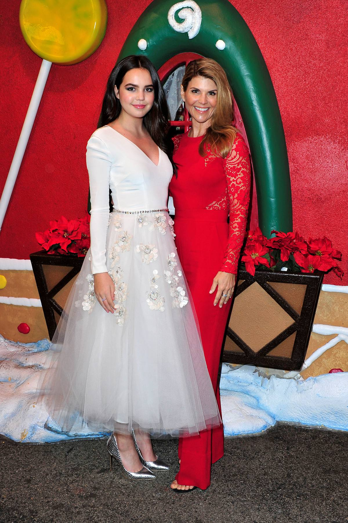 Bailee Madison Stays Adorable at Hallmarks Northpole: Open For ...