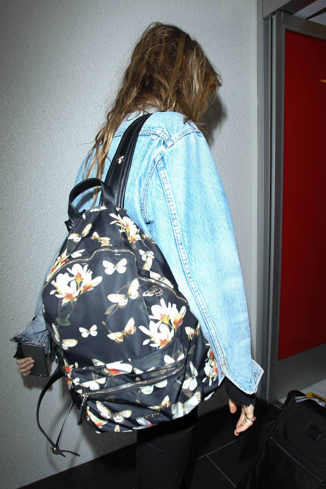 Behati Prinsloo Arrives at LAX Airport-4
