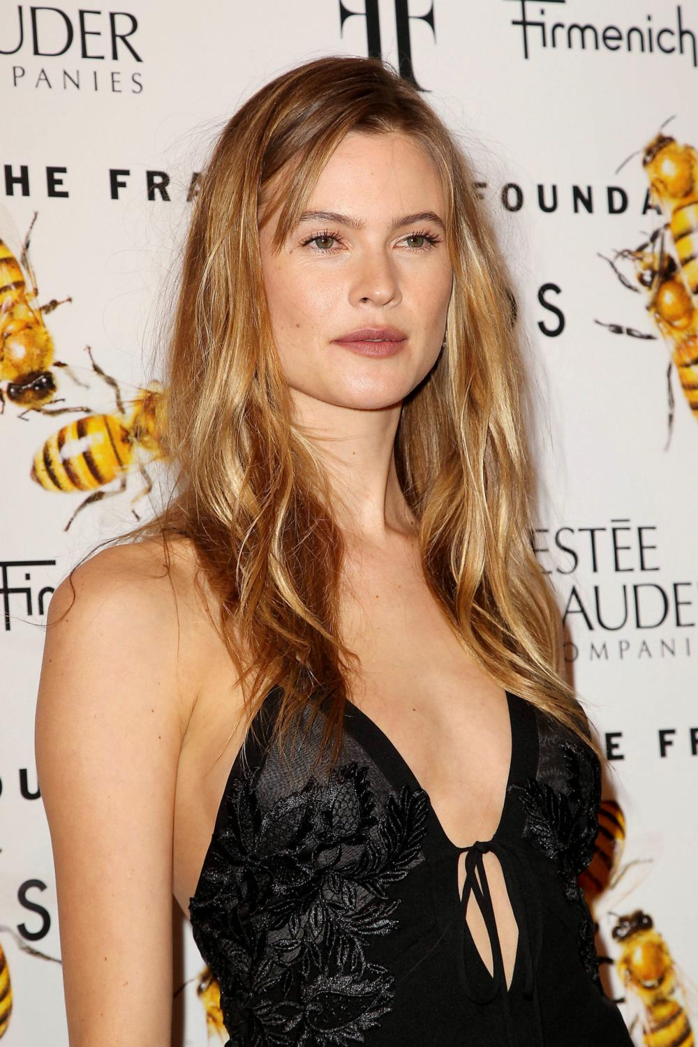 Behati Prinsloo at Fragrance Foundation Awards-1