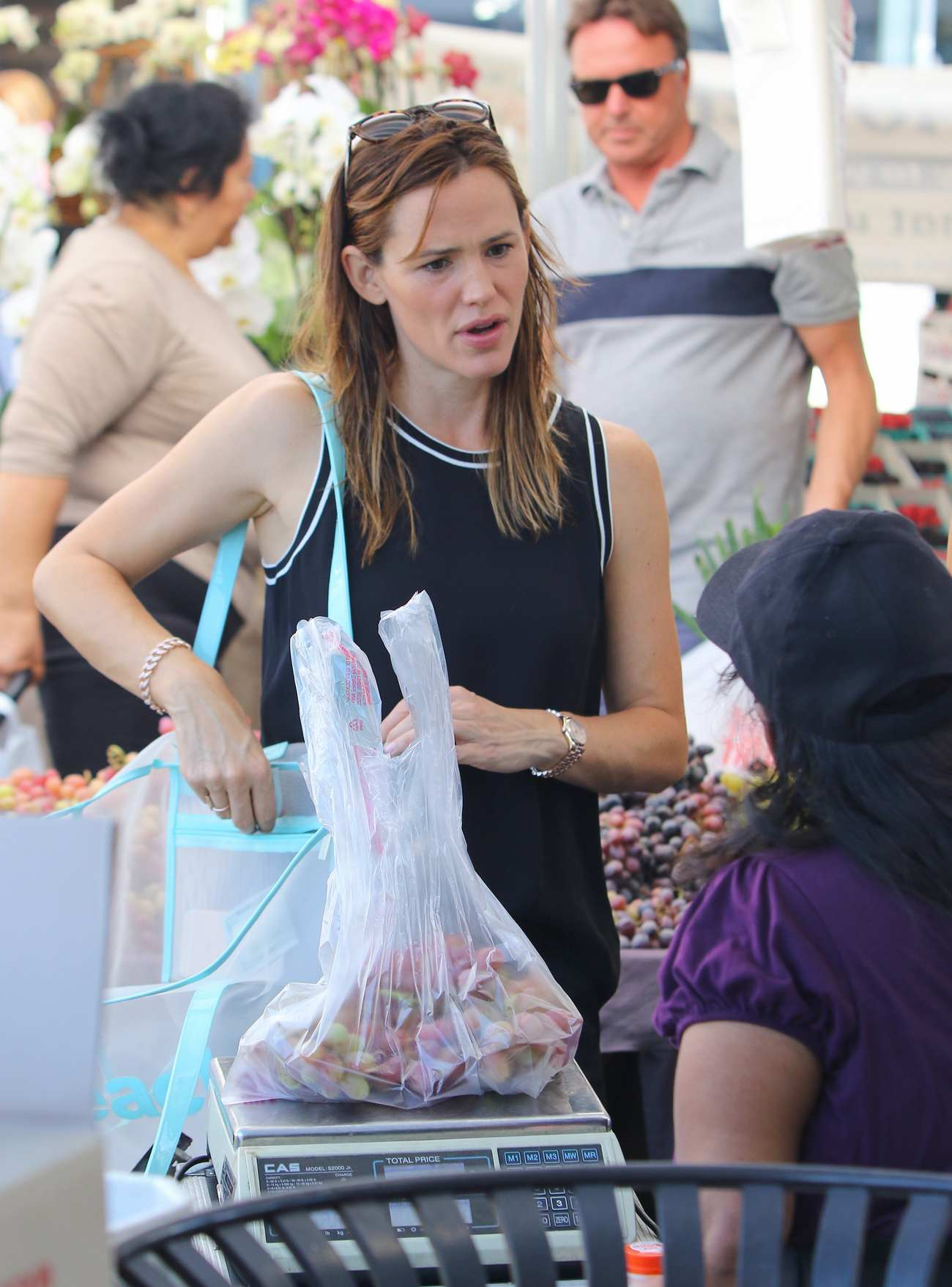 Ben Affleck and Jennifer Garner Family Outing in Farmers Market-1