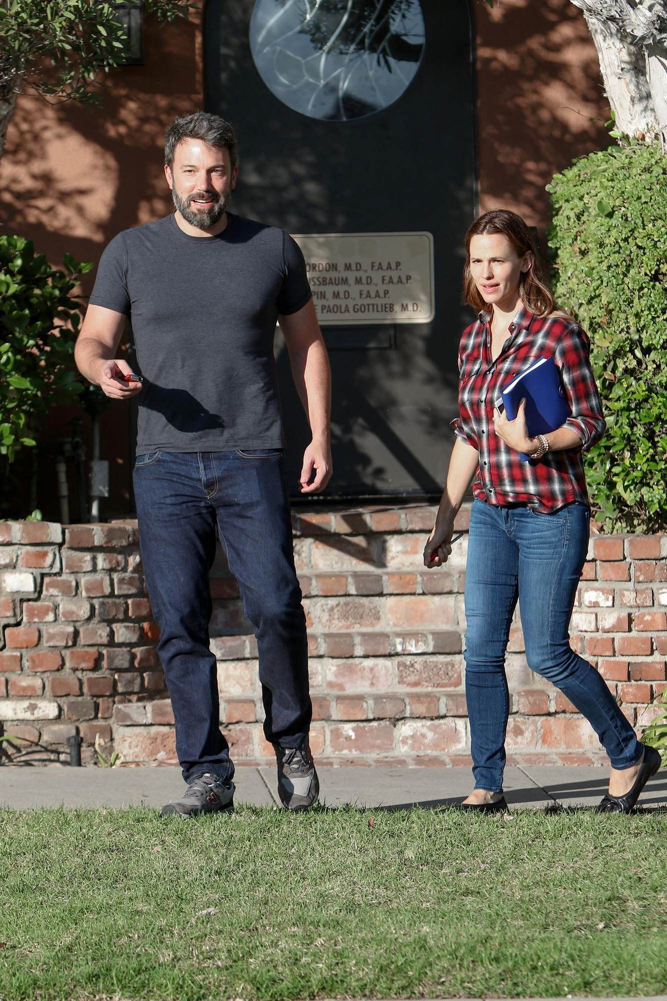 Ben Affleck Reunites with Jennifer Garner For Doctors Appointment-1
