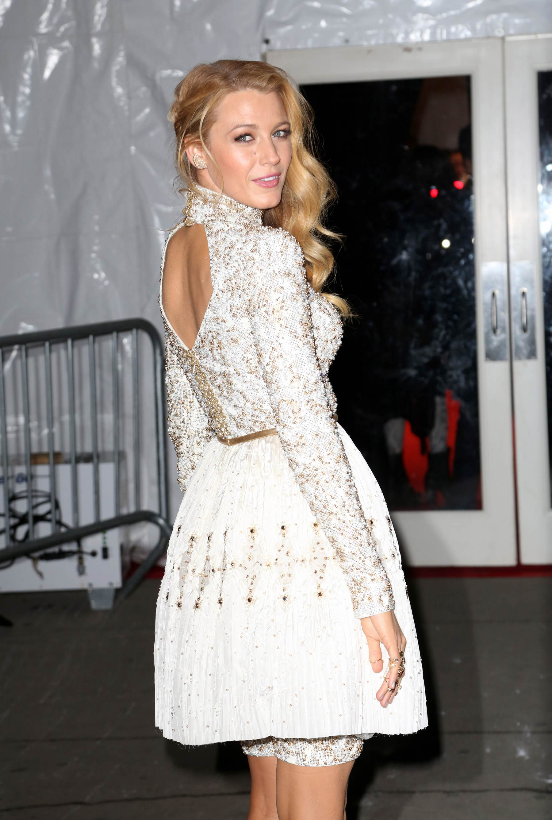 Blake Lively arrives ate amFAR Gala-1