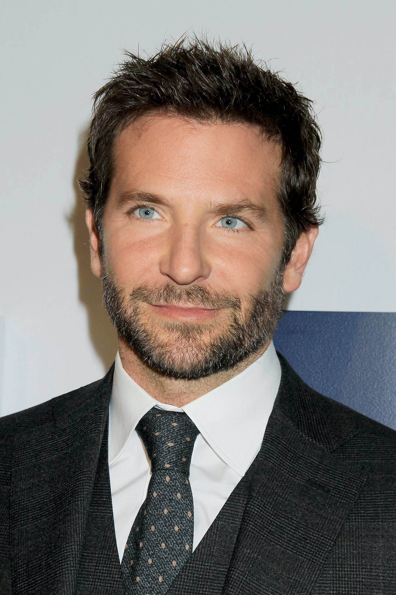 Bradley Cooper arrives at World Premiere of Joy – Celeb Donut Bradley Cooper