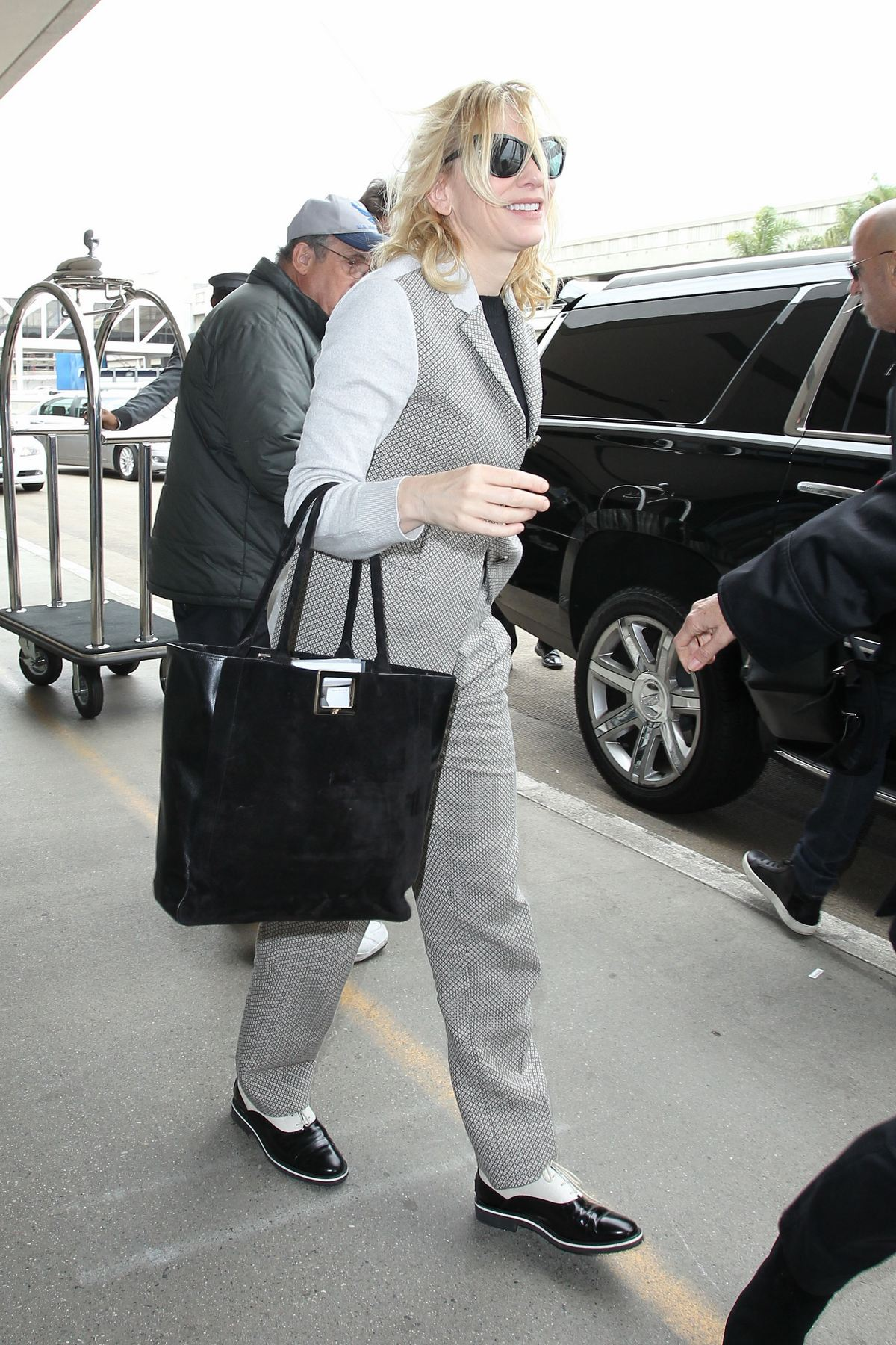 Cate Blanchett Arrives at LAX Airport-1