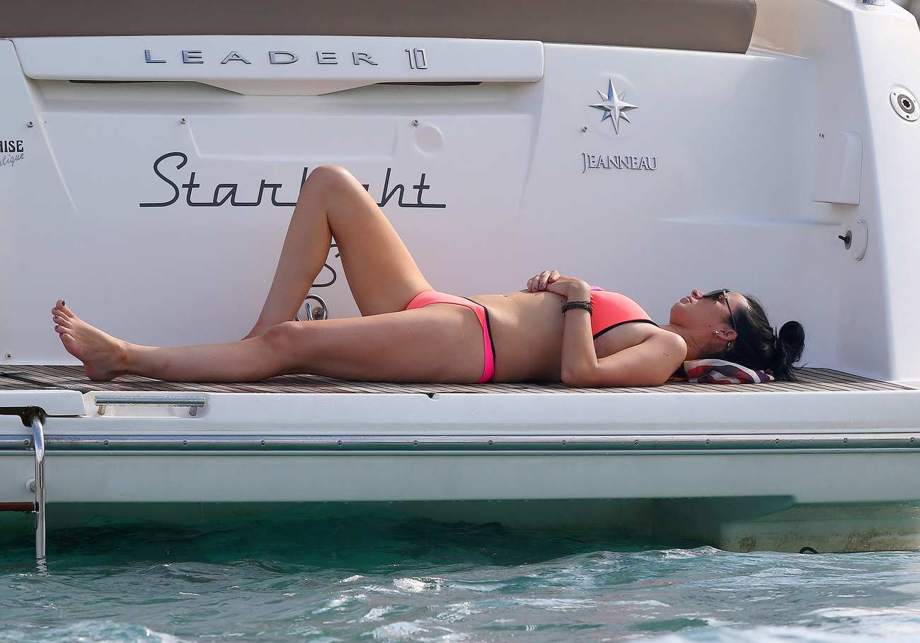 Chantelle Houghton Sexy Vacation With Friends in Spain-3